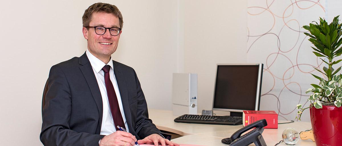 Dr. Dietmar Buschhaus, Rechtsanwalt und Notar, Fachanwalt für Medizinrecht